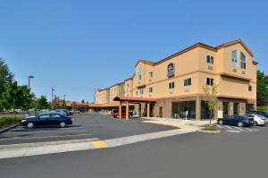 Best Western Plus Battleground Inn & Suites