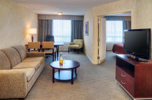 Suite with One King Bed and One Double Bed - Pet-Friendly