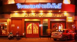 Photo of Pradipat Hotel