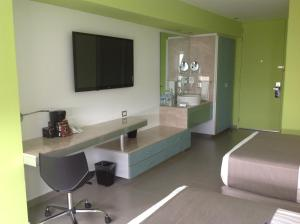 Twin Room with Street View