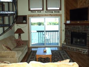 Two Bedroom Loft - Lakeside