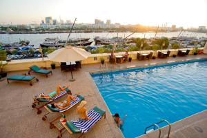 Carlton Tower Hotel, Hotely  Dubaj - big - 22