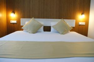 Standard Double Room with Spa Bath