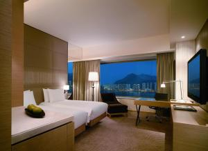 Harbourview Twin Room with Smartphone