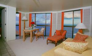 Deluxe Suite with Sea View (2 Adults)