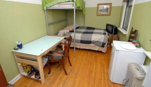 Queen Studio in Apartment with Bunk Bed