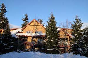 Photo of Glacier's Reach By Resort Quest Whistler