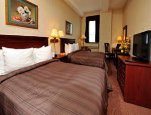 Queen Room with Two Queen Beds and Spa Bath - Non-Smoking
