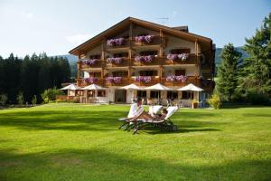Hotel Weiher: pension in Falzes - Pensionhotel - Guesthouses