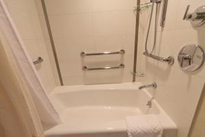 Double Room with 2 Double Beds and Bath Tub - Disability Access
