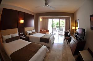 Deluxe Junior Suite with Pool Access
