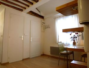 Wonderful Bright Studio   Ile Saint Louis