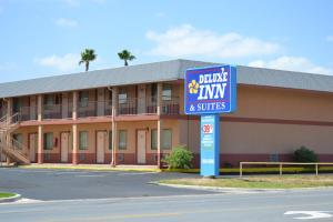 Photo of Deluxe Inn And Suites Weslaco