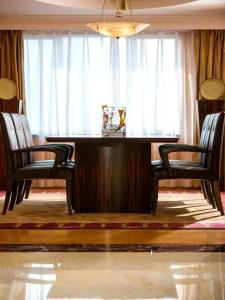 Executive Suite with Club Lounge Access