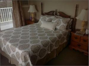 Deluxe Queen Room with Deck