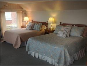 Deluxe Queen and Double Room