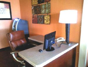 Westgate Inn and Suites, Hotely  Clarksville - big - 27