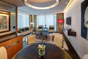 Twin Tower Suite