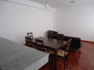 Three-Bedroom Apartment - Alcanfores St.