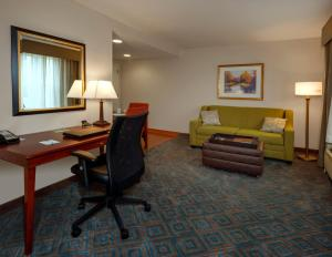 King Suite with Bath Tub/Hearing Accessible - Non- Smoking