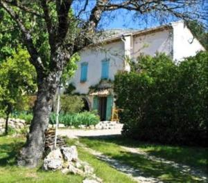 Le Mas Des Chardons Bed and Breakfast