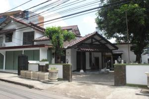 Elvia Guesthouse