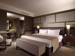 City Suite King Room