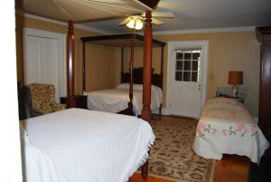 Deluxe Double Room with Two Double Beds and Twin Bed