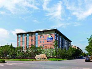 Photo of Days Inn Business Place Longwan Beijing