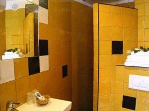 Double Room with Street View and Private Bathroom