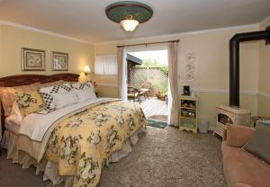 Headlands Hideaway - Deluxe King Room