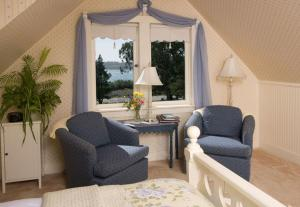 John Barry Room - Queen Room with Ocean Views