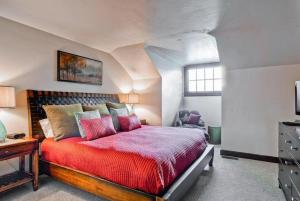 Two-Bedroom Apartment  with Loft