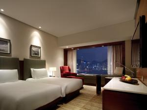 Club Harbourview Twin Room with Smartphone