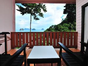 Koh Ngai Cliff Beach Resort, Resort  Ko Ngai - big - 2