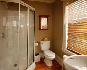 Queen Room with shower