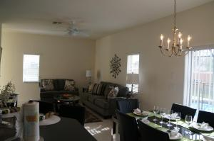 Four Bedroom Townhome with Private Pool/with Parking