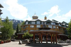 Town Plaza Suites By Resort Quest Whistler
