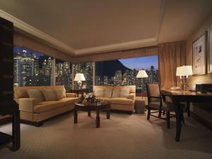 Executive King Suite with Peak View
