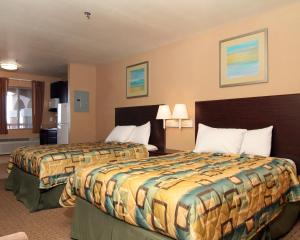Efficiency Double Room with Two Double Beds