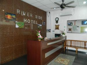 Photo of River Side Hotel