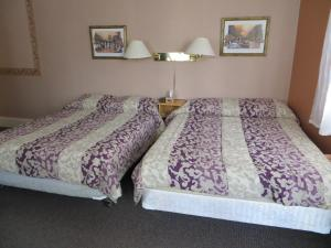 Double Room with Two Double Beds - Shared Bathroom