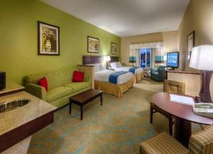 Holiday Inn Express & Suites / Red Bluff   South Redding Area