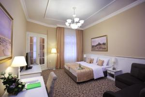 Booking Rooms