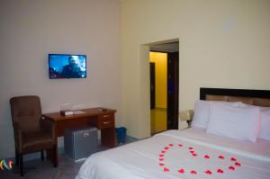 Pentagon Hotel and Suites room photos