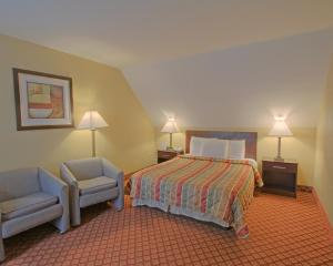 Suite with One Queen Bed and Two Double Beds