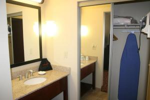 King Suite with Kitchenette - Non-Smoking