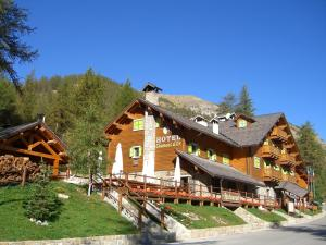 Photo of Hotel Chamois D'or