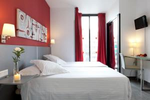 Double or Twin Room (1-2 People)