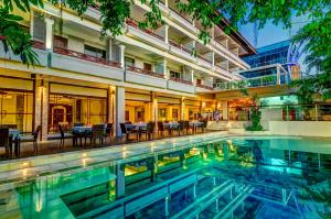 Photo of Maharani Beach Hotel